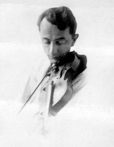 Bruno Apitz mit Geige, um 1920 (Bruno Apitz mit Geige, um 1920 (Quelle: Privatbesitz Marlis Apitz)
