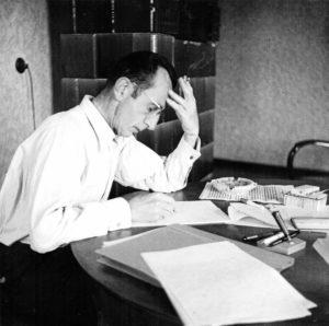 Bruno Apitz an seinem Arbeitstisch, 1958; Quelle: Privatbesitz Marlis Apitz